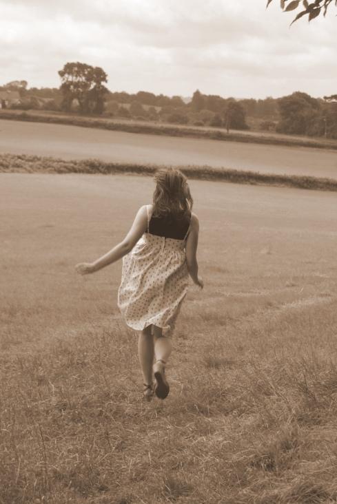 Running from everything di @ly$ in wonderland (su Flickr) - http://www.flickr.com/photos/alysinwonderland/2646336512/